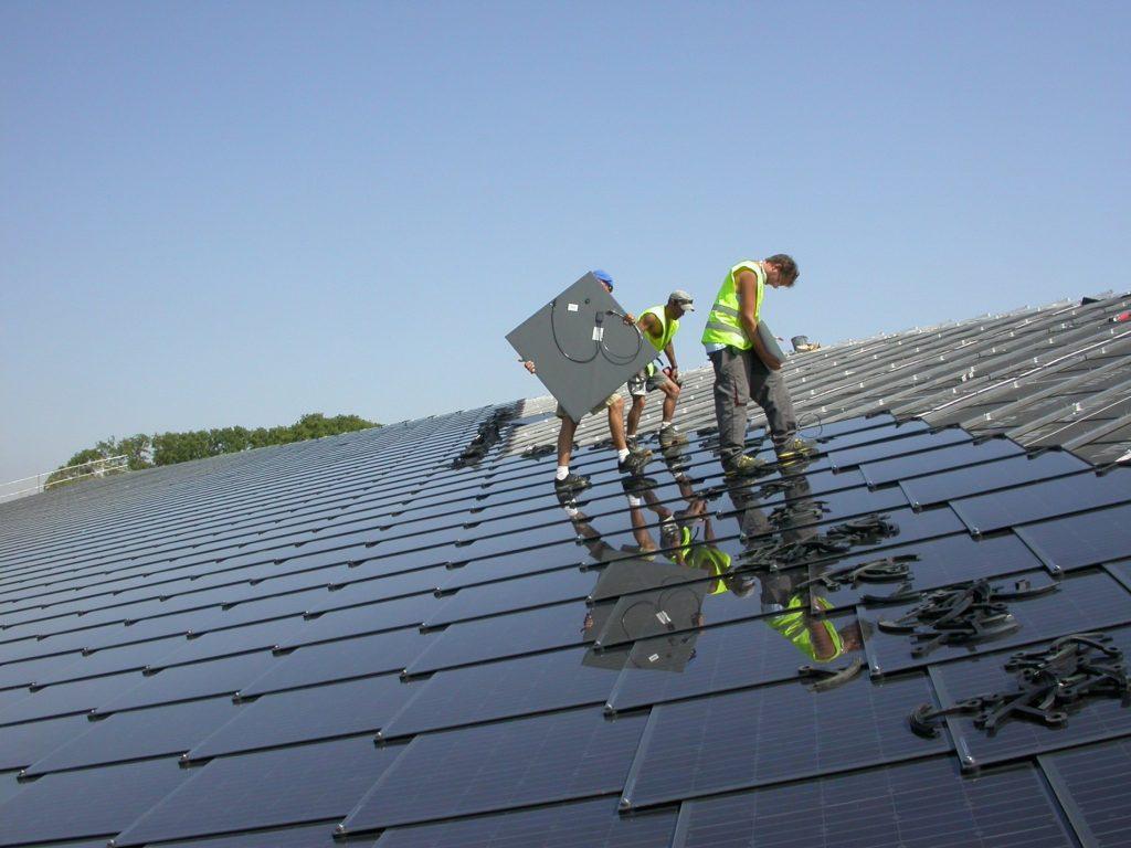 Kvietimai gyventojams seniems katilams pasikeisti ir saulės elektrinėms įsirengti – netrukus