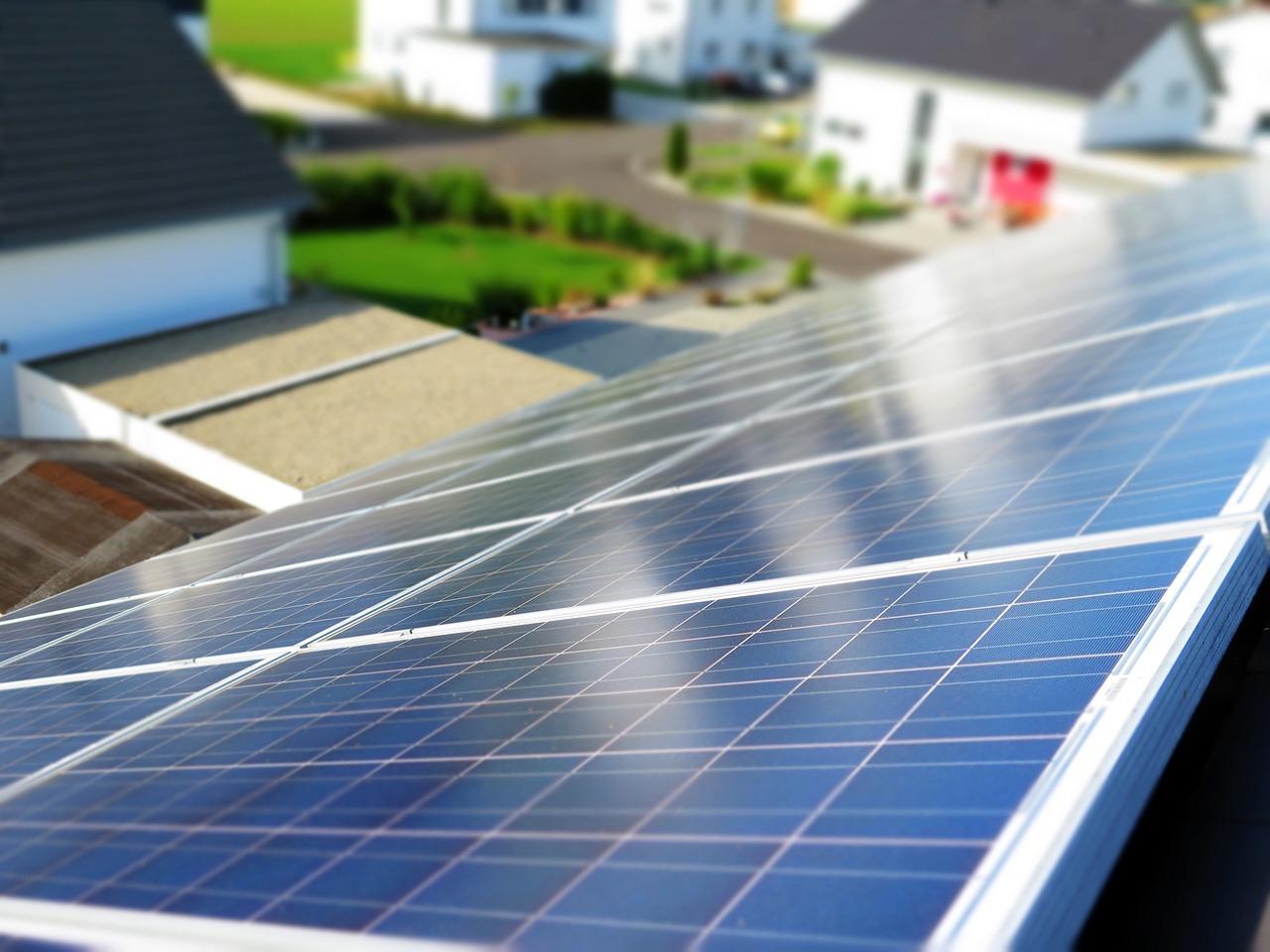Baigėsi kvietimai saulės elektrinėms įsirengti ir taršiems katilams pasikeisti