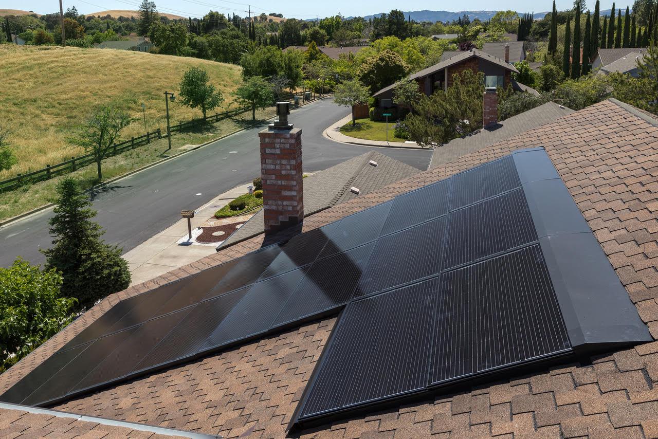 Nuo liepos 1 d. planuojama paskelbti kvietimą iki 10 KW galios saulės elektrinių įsigijimui iš elektrinių parkų
