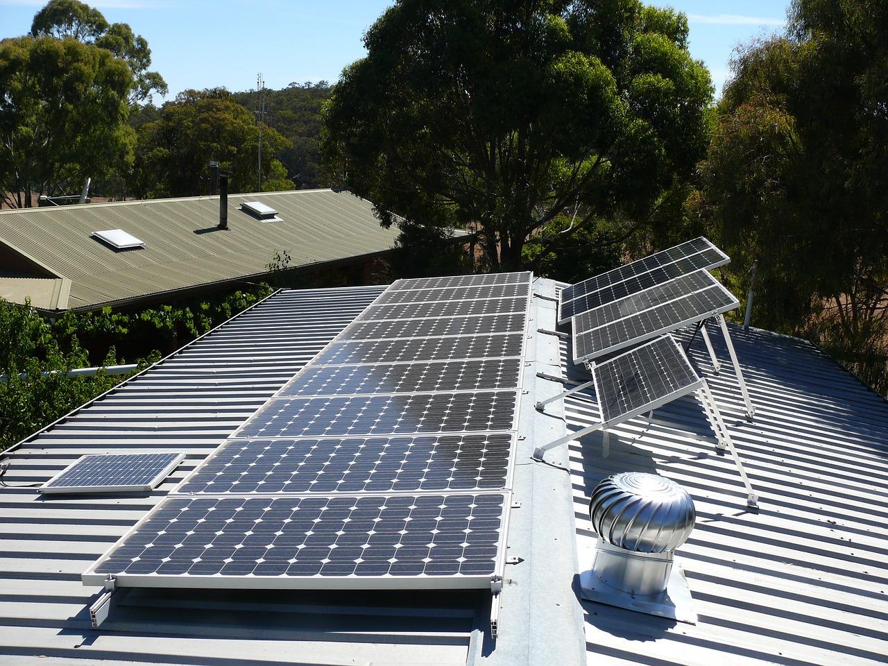 Siekiant kompensacijų saulės elektrinėms įsirengti – gyventojų bandymai sukčiauti